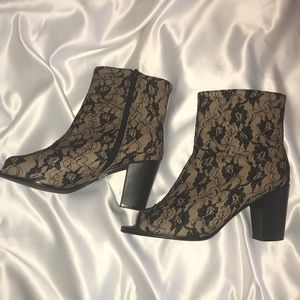 Shoes - Lace brown and black open toe heeled boots